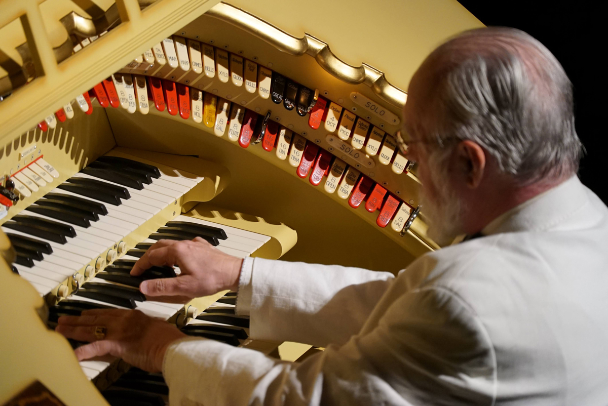 Vincent Astor plays the Mighty Wurlitzer at its homecoming concert in 2020