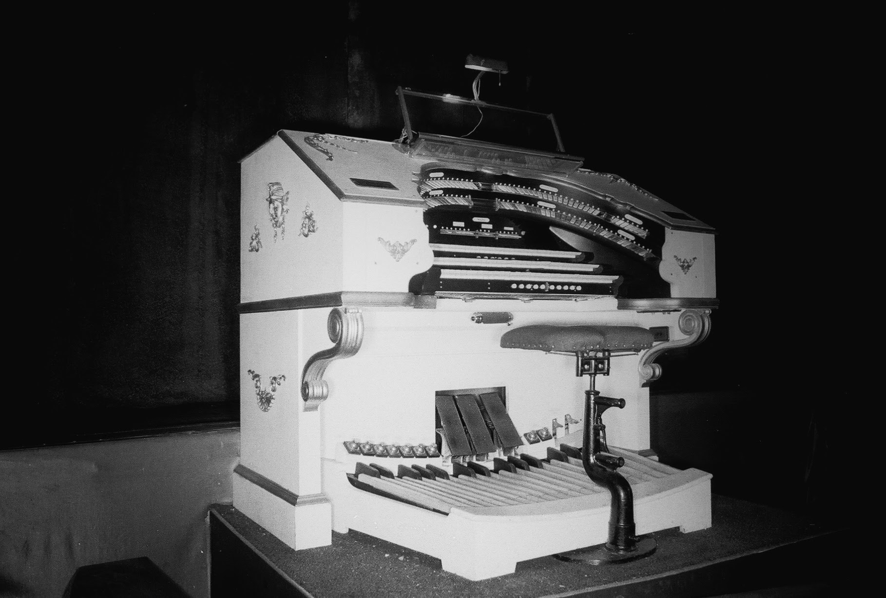 The Mighty Wurlitzer, early in the Orpheum's history