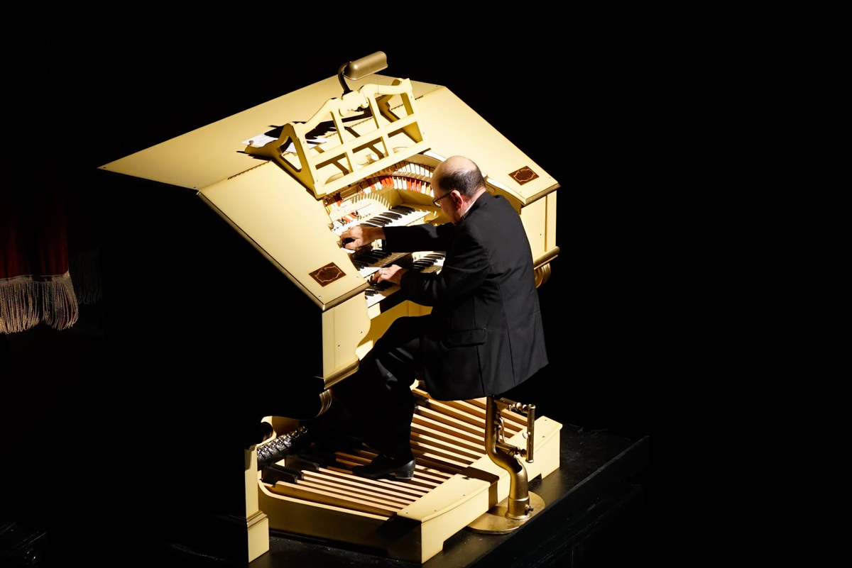 Tony Thomas plays the Mighty Wurlitzer at its homecoming concert in 2020